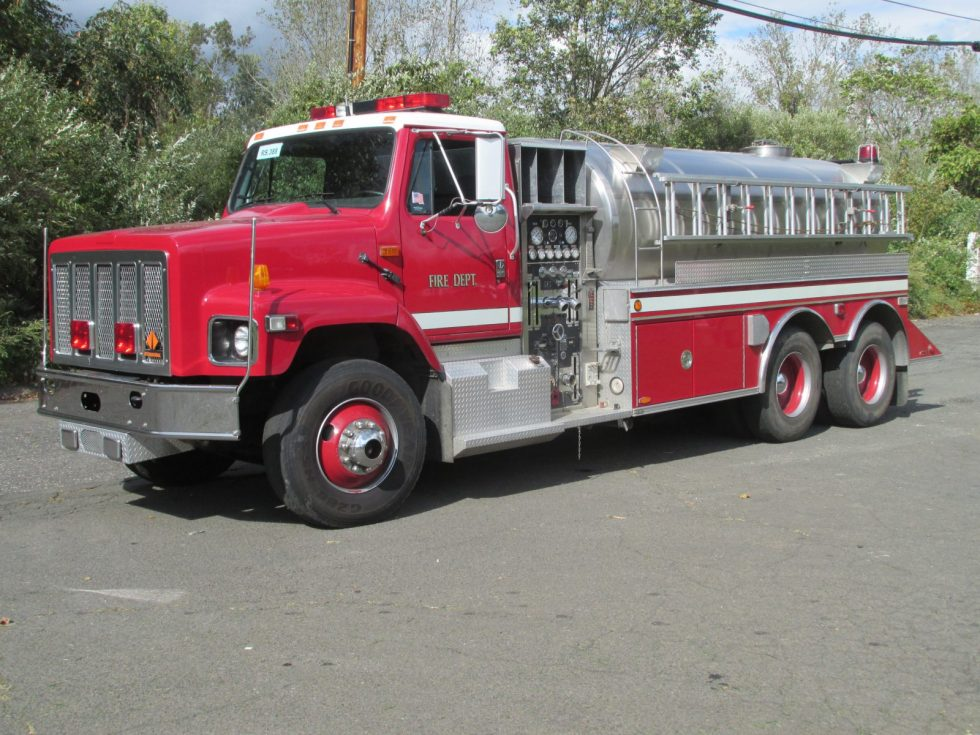 3000 Gallon Tanker on a IHC Chassis