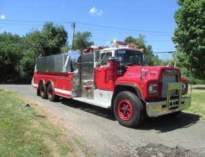 3500 Gallon Tanker on Mack R Chassis